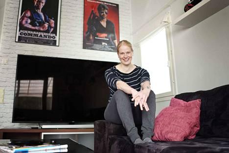 Paula Lujala kertoo, ettei meikkaa koskaan. – Se on kai hyvän ihoni salaisuus, hän tuumaa.