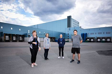Suvi Liimatta (vasemmalla), Elina Rintala, Juho Mustonen ja Jaakko Konttinen huolehtivat osaltaan, että lääkejakelu toimii Suomessa sujuvasti ja laadukkaasti.