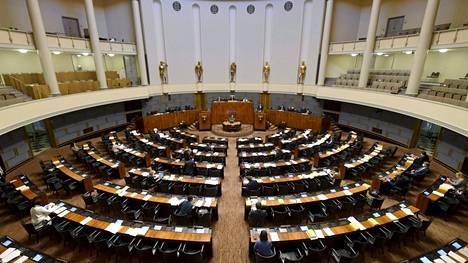 Eduskunnan täysistunnossa äänestetään sote-uudistuksen hyväksymisestä keskiviikkona iltapäivällä. Kuva istuntosalista marraskuulta.