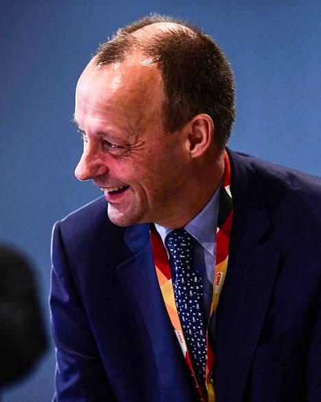 Friedrich Merz on puolueen johtohahmo, joka palasi politiikkaan kymmenen vuoden tauon jälkeen ottamaan Merkeliltä jäävän paikan.
