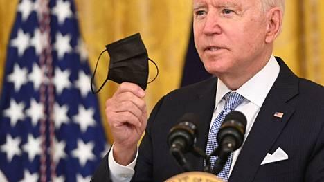 Yhdysvaltain presidentti Joe Biden puhui covid-19-rokotukista Valkoisessa talossa torstaina.