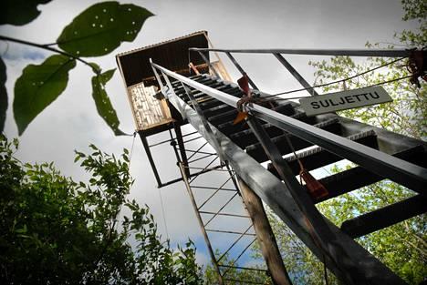 Vallonjärven lintutorni on kärsinyt ilkivallasta vuosien aikana. Ensi vuoden talousarviossa on varattu rahaa sekä lintutornin että luontopolun uudistamiseen.