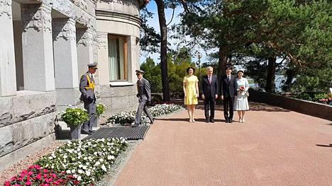 Kruununprinssipari saapui äskettäin Kultarantaan.