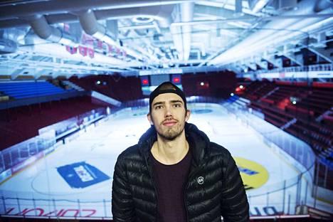 Iiro Vehmanen on Ässien kasvatti, mutta uransa ammattikiekkoilijana hän on tehnyt ulkomailla.