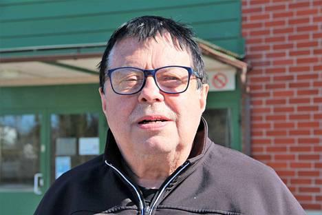 Lassi Salomäki teki pitkän työuran Satakunnan sairaanhoitopiirissä nuorisopsykiatrian parissa. Tällä vuosituhannella hän keskittyi dementoituneiden vanhusten hoitoon yrittäjänä Karviassa.