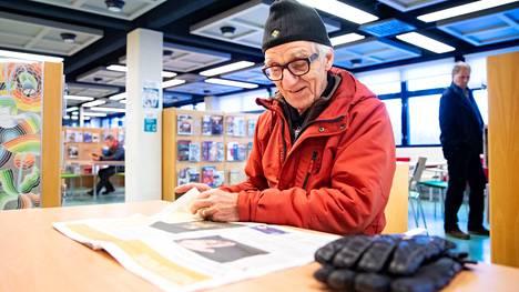 Suomalaiset ovat kovia sanomalehden lukijoita. Yli puolet 15 vuotta täyttäneistä suomalaisista lukee paperista sanomalehteä.