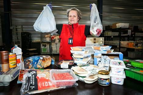 Ruokapankki on Tampereen ev.lut. seurakuntayhtymän ruoka-avun keskus. Marja Palkonen ja muut työntekijät jakavat ruokaa muun muassa SPR:n kautta apua tarvitseville kaupunkilaisille.