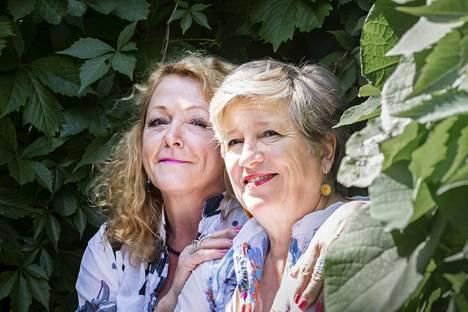 Susanna Haaviston ja Eija Ahvon äänet kohtasivat Helsingin kaupunginteatterin lavalla vuonna 1977. Samassa sukeutui syvä ystävyys, joka on kestänyt vuosikymmenet.