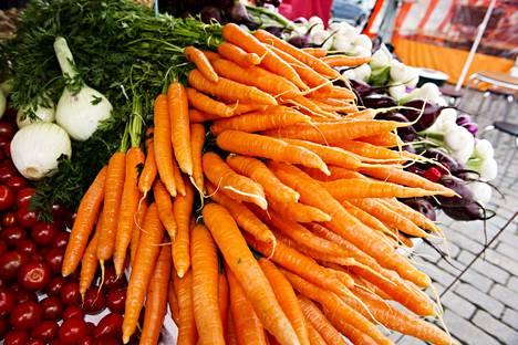 Kasvisten ja hedelmien syöminen vaikuttaa suotuisasti moniin sairauksia ennakoiviin muuttujiin, kuten verenpaineeseen, kolesteroliin ja lievään tulehdukseen.