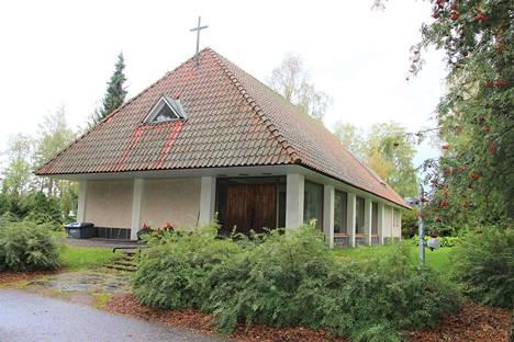 Vuonna 1956 rakennettu siunauskappeli kaipaa remonttia.