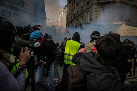 Viime vuonna toimittajiin kohdistui vakavaa uhkaa myös perinteisesti turvalliseksi koetuilla alueilla. Esimerkiksi Ranskassa keltaliivien mielenosoituksissa moni toimittaja tarvitsi henkivartijan turvaa, jotta pystyi tekemään työtään.