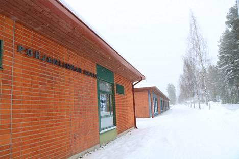 Pohjanlinnan koulu siirtyy etäopetukseen keskiviikkona 3. maaliskuuta. Talviloman jälkeinen maanantai ja tiistai ovat vielä normaalia lähiopetusta ja valmistautumista maaliskuun etäkoulunkäyntiin.