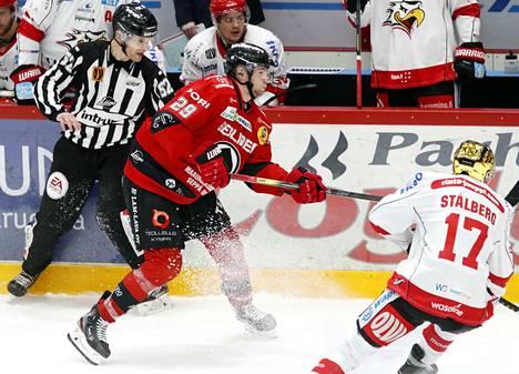 Markus Niemeläinen nousi kantamaan vastuuta myös kiekollisesta pelistä.