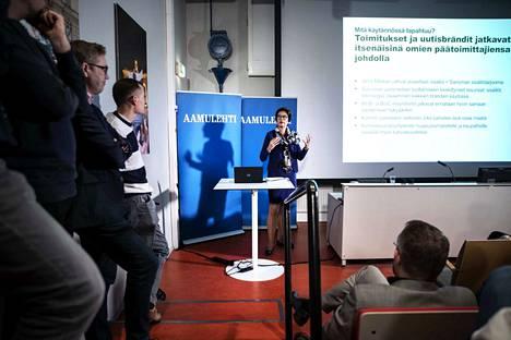 Sanoman toimitusjohtaja Susan Duinhoven oli paikalla Aamulehden toimituksessa Tampereen Siperiassa tiistaina aamulla.