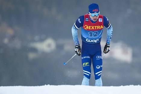 Iivo Niskanen pumppasi yhdeksänneksi perinteisen etenemistavan sprintissä lauantaina Tour de Skillä.