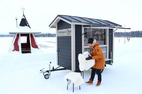 Viime talven kokemukset olivat sen verran rohkaisevia, että Elina Laaksonen tuo myyntivaununsa tänäkin vuonna Krookan rantaan.