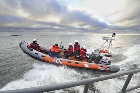 Yyterissä järjestetään torstaina viranomaisten meripelastusharjoitus. Arkistokuvassa on käynnissä meripelastusharjoitus Reposaaressa vuonna 2012.