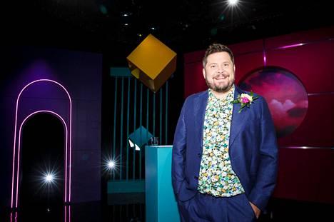 Näyttelijä ja tv-juontaja Janne Kataja kertoo, millaisia suunnitelmia hänen ja Aku Hirviniemen tuotantoyhtiöllään on Tampereella. Arkistokuva Kuutamolla-sarjan kuvauksista.