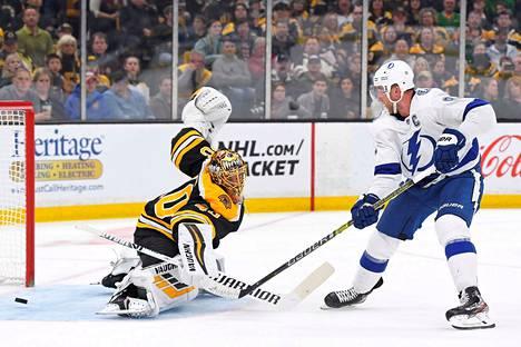 Tuukka Rask joutui taipumaan Bostonin maalilla kolmesti, ja Toronto vei ottelun. Viimeisen maalin Toronton John Tavares teki tyhjiin.