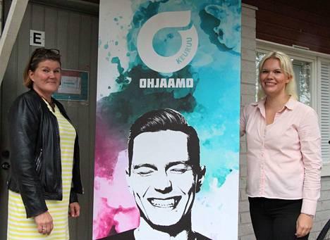 Erja Ikkala ja Annalotta Onni Keuruun kaupungin työllisyyspalveluista ovat innostuneita uudesta Ohjaamosta, joka tarjoaa tiistaisin nuorille tietoa ja apua yhdeltä luukulta monenlaiseen, hyvinvoinnista työllistymiseen.