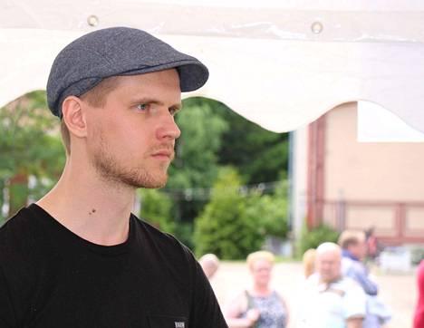 Petäjäveden kunnanhallitus keskeytti koronavirus-poikkeusolojen takia perusturvan yt-neuvottelut ja delegoi kunnanjohtaja Eero Vainiolle hallituksen päätösvaltaa.