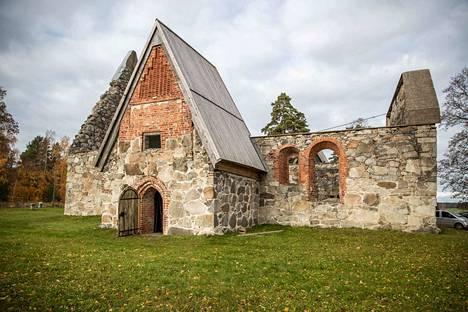 Medelplanin matkassa -kirjan tuotto käytetään Pälkäneen rauniokirkon suojeluun.