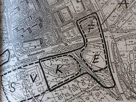 Kallellaan olevan T-kirjaimen muotoinen alue A oli suunnittelun alla. Asuin-liikerakentamista suunniteltiin E-kirjaimen kohdalle, kirjastotaloa ja puistoa K-kirjaimen kohdalle.