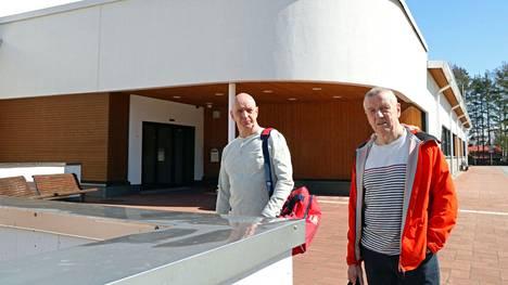Juha ja Hannu Jäntti käyvät uimassa muutaman kerran viikossa. Lisäksi he harrastavat myös muuta liikuntaa.