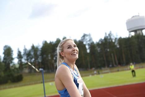 Kristiina Mäkelä kotikentällään Orimattilassa heinäkuussa 2020.