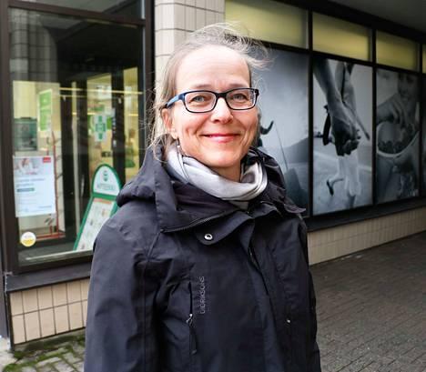 Marita Karppinen kävi alkuviikosta oppilaidensa kanssa läpi, miten kädet pestään oikein.
