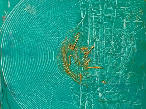 Näyttelyssä on esillä muun muassa tämä Hanna Valtokiven Dharma-maalaus.