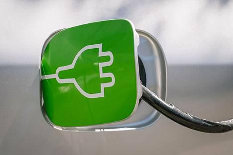 Valtio on tukenut vuodesta 2018 lähtien sähköautojen latauspisteiden toteuttamista asunto‐osakeyhtiöissä ja vuokrataloyhtiöissä.