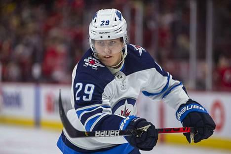 Winnipeg Jetsin Patrik Laine arvostettiin NHL:n kakkostähdeksi.