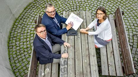 Jukka Alasentie, Jaakko Herrala ja Eeva Halme ovat olleet mukana sote-valmistelussa jo pitkään. He vastasivat kysymyksiin siitä, mitä sosiaali- ja terveyspalveluiden uudistus tarkoittaa.