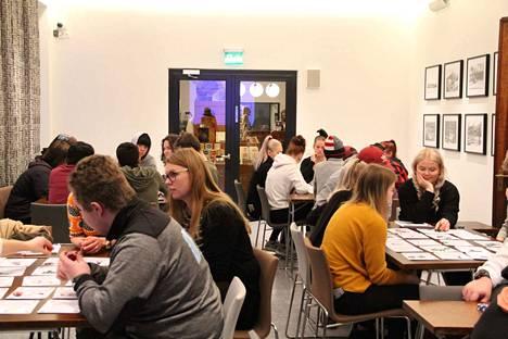 Työpaja kokosi paljon nuoria keskustelemaan yrittäjyydestä tiistaina Serlachius-museo Gustafiin. Paikalla oli myös pitkän kokemuksen yrittäjiä.