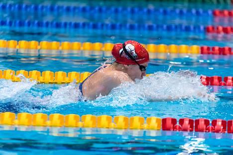 Ida Hulkko kisasi lauantaina seuransa TaTU Tampereen kisoissa 50 ja 100 metrin rintauinnissa. Hulkko kauhoi ajat 30,00 ja 1.06,20.