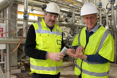 Finnamyl aikoo tehdä Kokemäellä elintarvikekelpoista proteiinia härkäpavuista, esittelevät Tauno Henttinen ja Ossi Paakki. Uusi tuotantosuunta jatkaa tehtaan käyntikautta merkittävästi.