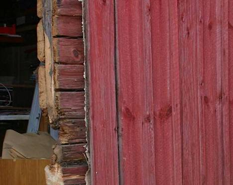 Vanhan korjaaminen kiinnostaa, joten Karvian kunta arvelee purkajia löytyvän kunnan vanhoille kiinteistöille. Kuvituskuva.