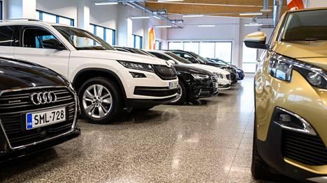 Komponenttipula viivästyttää uusien autojen valmistumista ja sitä kautta rekisteröintiä.