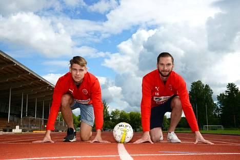 Pallo-Seppojen Matti Jussila ja Jesse Collin kuvattiin Valkeakosken Sanomiin kesällä 2020.