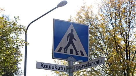 Onnettomuus tapahtui Harjavallankadun ja Koulukadun risteyksessä. Se herätti keskustelua sekä pohdintaa siitä, millaisia seuraamuksia onnettomuuspaikalta poistumisella voi olla.