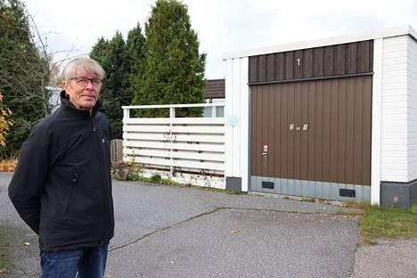 Harry Ekman on asunto-osakeyhtiö Lautamiehenrivin hallituksen puheenjohtaja.