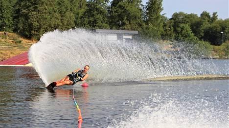 Sanni Virta voitti huhtikuussa alppihiihdon SM-kultaa alle 18-vuotiaiden sarjassa lajinaan suurpujottelu. Vesihiihtokausi käynnistyi vain pari viikkoa voiton jälkeen.