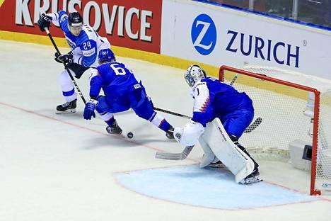 Suomi–Slovakia 4–2. Kaapo Kakon kikat purivat myös Slovakiaa vastaan. Leijonien 3–2-johtomaali oli sellainen suoritus nuorelta TPS-hyökkääjältä, että koko kiekkoileva maailma, ja varsinkin Slovakian Martin Fehervary, haukkoi henkeään.