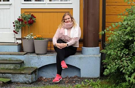 Kolumnistimme, kuntavalmentaja Janita Viitanen ohjaa lukijoille taukojumppaa tiistaisin ja torstaisin.