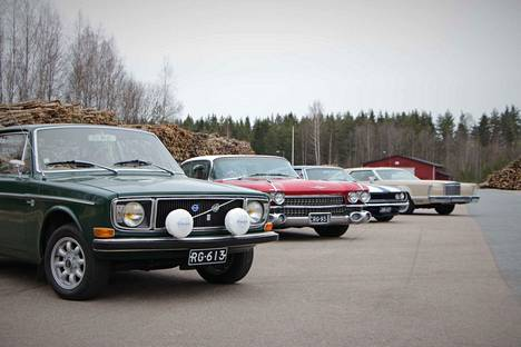Moottorimarssille osallistujat kokoontuivat ennen lähtöä Nakkila Storagen pihamaalle. Videolta näet kaikki osallistuneet ajopelit.