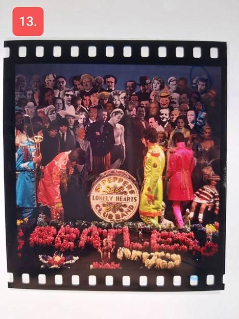 Huutokaupattavien diojen joukossa on otoksia, jotka on kuvattu vuoden 1967 Sgt. Pepper's Lonely Hearts Club Band -levyä varten.