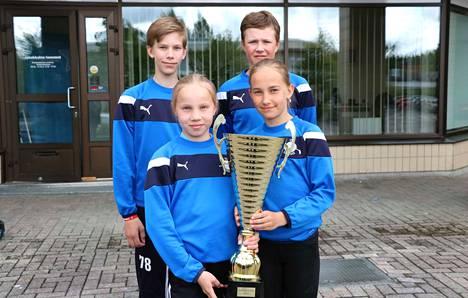 Kuvassa Iikka Päivinen (vas.), Tähkä-Alina Koskela, Meeri Koliseva ja Ilmo Leino. Lisäksi joukkueessa pelasi Unna Koskinen.