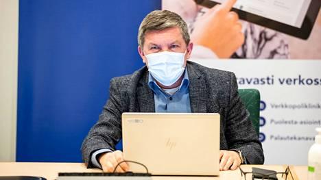 Kuinka paha Pirkanmaan koronavirustilanne nyt on ja mitä siitä seuraa? Pirkanmaan sairaanhoitopiirin johtajaylilääkäri Juhani Sand kertoi tilanteesta Aamulehden suorassa lähetyksessä perjantaina.