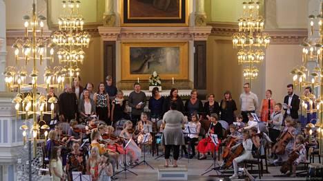 Keuruun musiikkileirin loppukonsertti 2019 kuultiin perinteisesti Keuruun uudessa kirkossa.